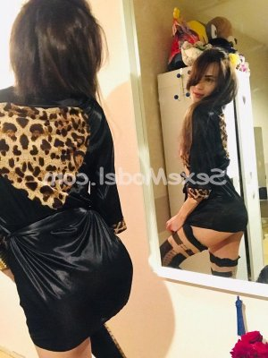 Aysima massage naturiste fille libertine